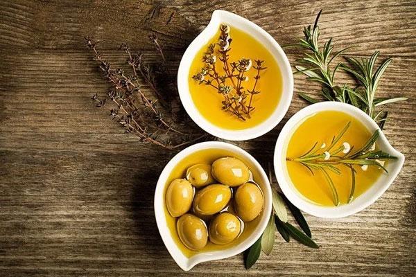 Dầu oliu, một loại dầu phổ biến